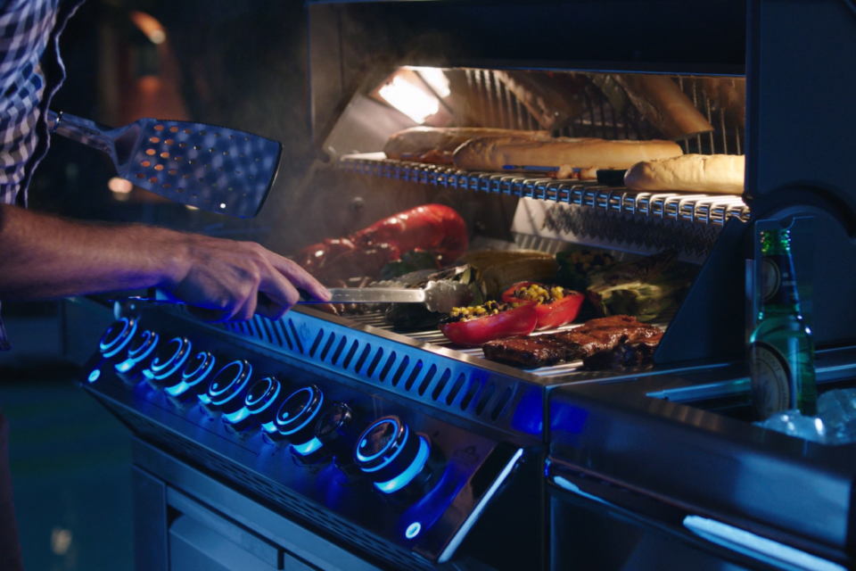 Day or night, anytime is the best time to fire up your Napoleon grill. Night light control knobs and a built-in cabinet light let you cook up a storm no matter what time it is.