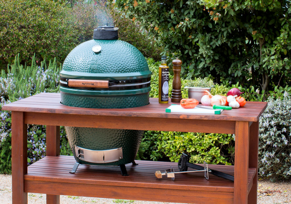 The Big Green Egg Medium is perfectly sized for smaller families and couples, and accommodates all the most popular EGGcessories, like the convEGGtor, Pizza & Baking Stone and the Arcadia hardwood table (shown here). Get all the famous Big Green Egg versatility and efficiency in a smaller package with plenty of cooking area to accommodate a backyard cookout of four steaks or two whole chickens.